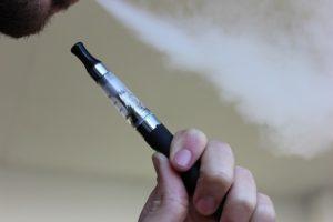 E-Zigarette nach Weisheitszahn-OP